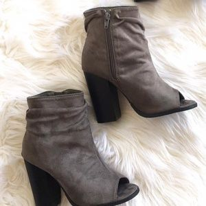 New size 8 gray bootie
